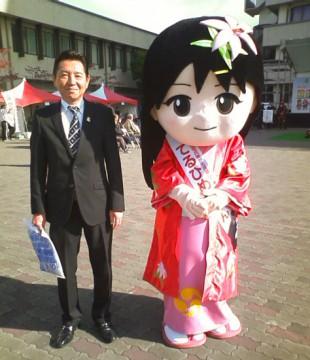 平成25年11月9日(土) ツーデーマーチでてるひめちゃんと記念撮影