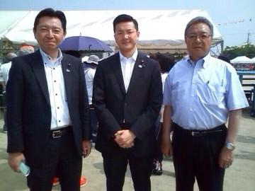 平成26年5月31日(土) 濱村衆議院議員と大西市議会議長とで別府小運動会