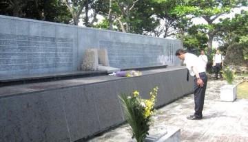 平成27年6月26日(金) のじぎくの塔に献花