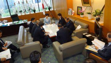 平成28年9月21日(水) 古屋厚生労働副大臣に介護体制の充実などについて要望2