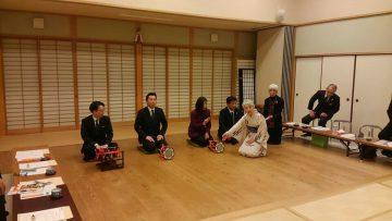 平成29年1月20日(金) 総務常任委員会で兵庫県伝統文化研修館を訪れ、和楽器を体験